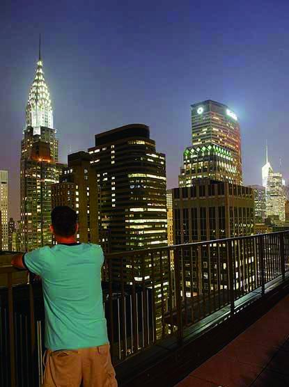 手绘黑白线条纽约夜景